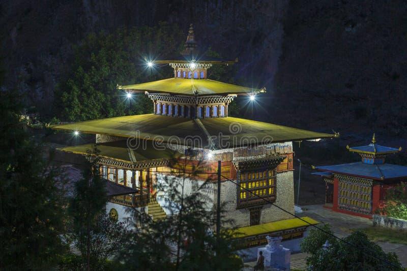 Монастырь около Trashigang, восточный Бутан Gom Kora стоковые фотографии rf