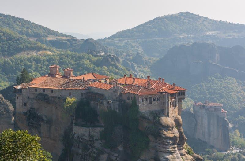 Монастырь падуба Varlaam построил на высокорослом утесе стоковые изображения rf