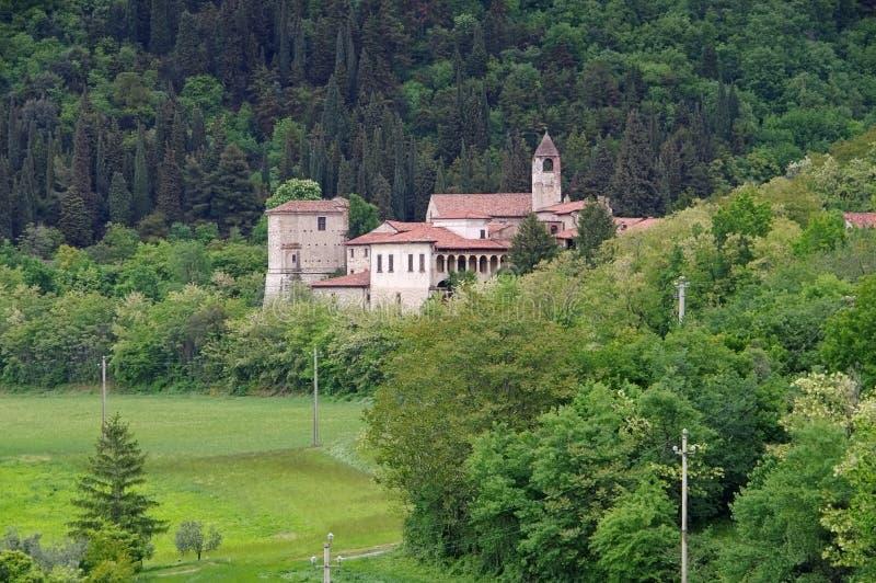 Монастырь Сан Pietro в Lamosa на озере Iseo стоковые изображения