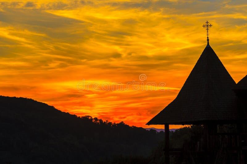 Монастырь Barsana заходом солнца стоковое фото rf