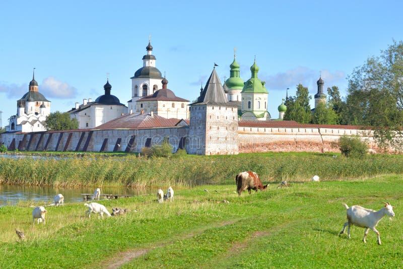 Монастырь Kirillo-Belozersky к день стоковое фото rf