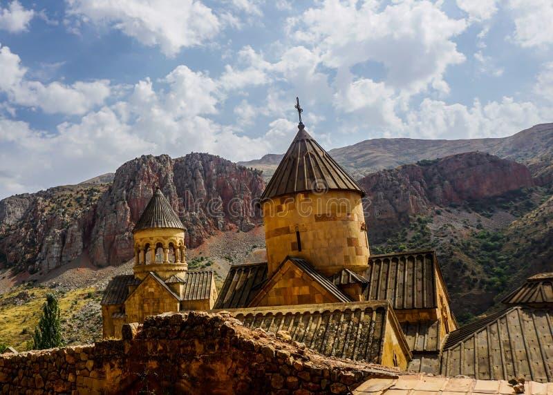 Монастырь Noravank придает куполообразную форму: взгляд стоковая фотография rf