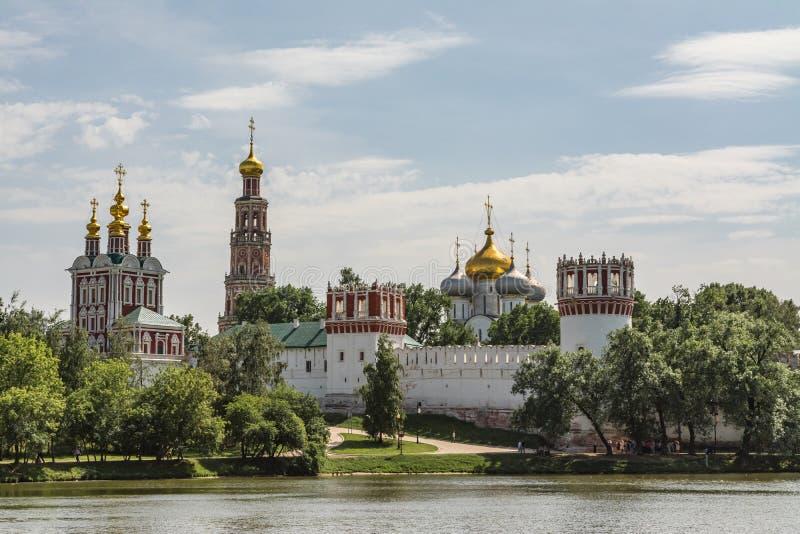 Монастырь Novodevichy, лето Москвы России монастыря Bogoroditse-Smolensky стоковые фото