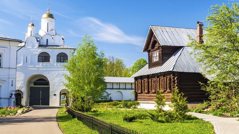 Монастырь Pokrovsky в Suzdal, золотом кольце России стоковые изображения