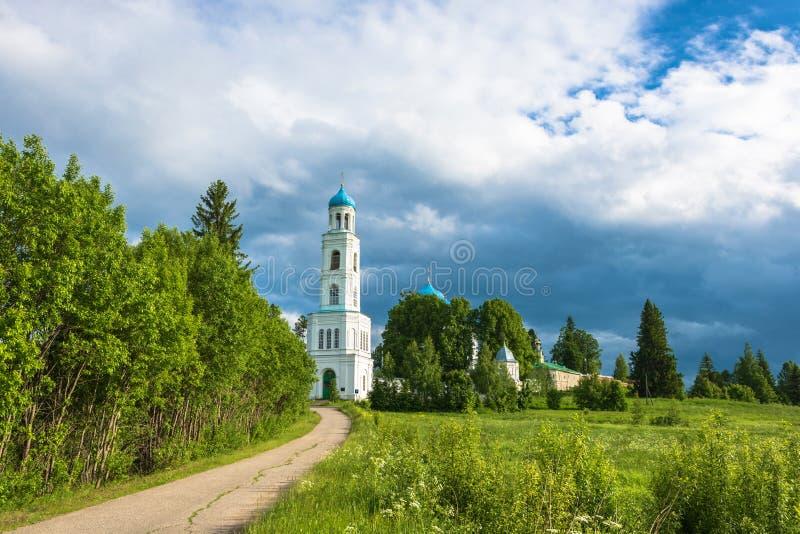 Монастырь Pokrovsky Avraamiev-Gorodetsky около деревни Noz стоковое изображение rf