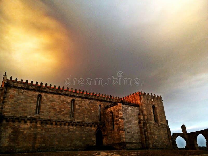 Монастырь Santa Clara и мост-водовода, Vila делает Conde, Regi Дуэро стоковая фотография