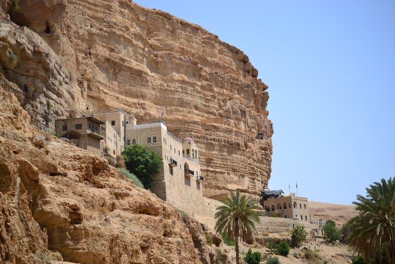 Монастырь St. George правоверный, вади Qelt, пустыня Judean, близко к Иерихону, Израиль Prat Nahal, Mitzpe Yeriho стоковые фото