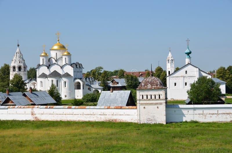 Монастырь Svyato-Pokrovsky в Suzdal золотистое кольцо Россия стоковые изображения rf