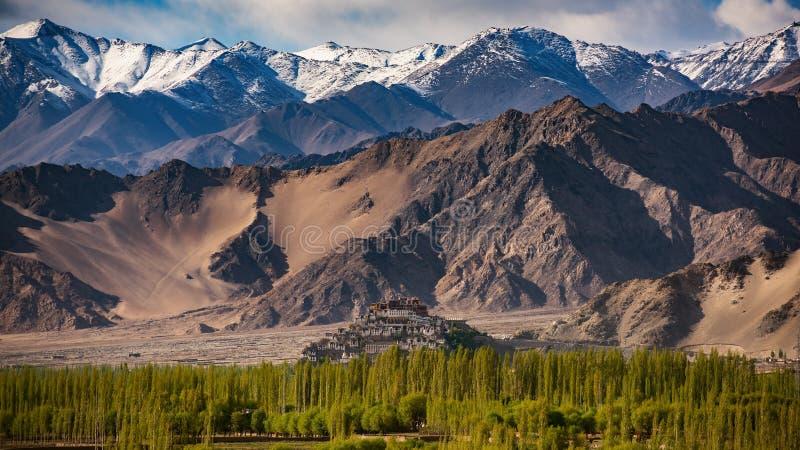 Монастырь Thiksey с пасмурным сезоном, Leh Ladakh стоковое изображение