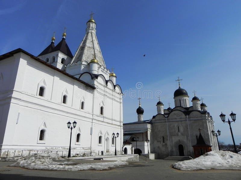 Монастырь vladychny женщин Serpukhov Святое место посетило много туристов стоковая фотография