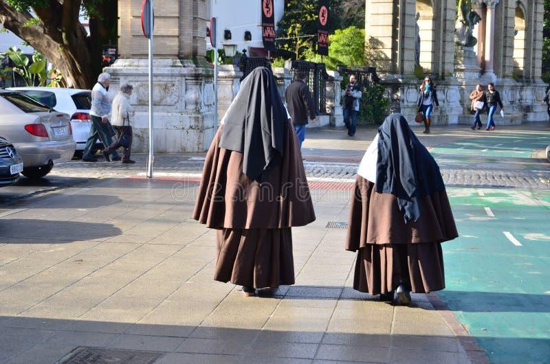 монахини стоковые фото