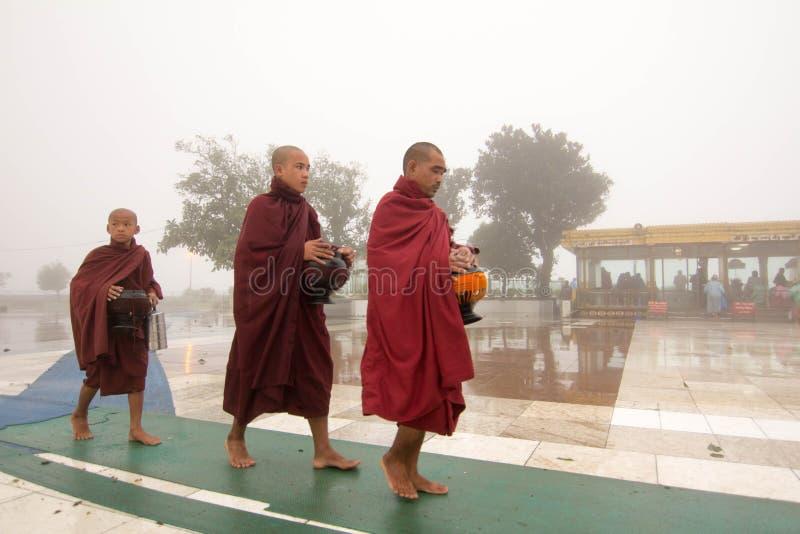 Монахи Мьянмы буддийские стоковая фотография