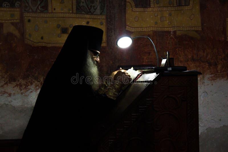 Монах в монастыре Gelati стоковые фото
