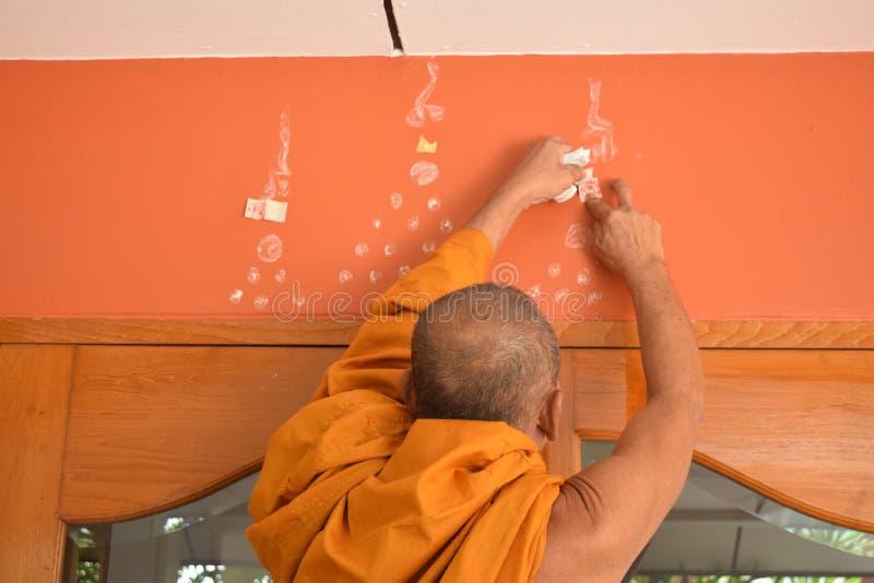 Монах писать мистический символ стоковые фото