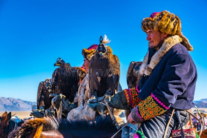 Монгольские наездники на спине лошади стоковые фотографии rf