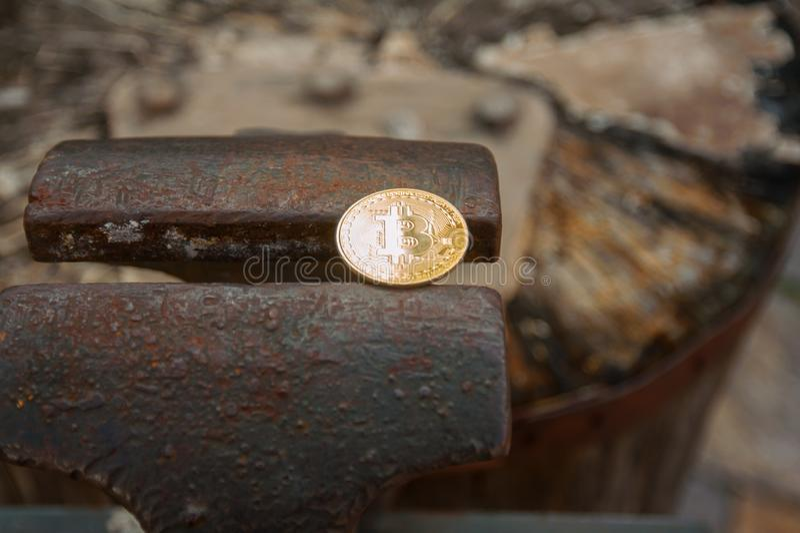 Монетка бита на недостатке стоковые изображения rf
