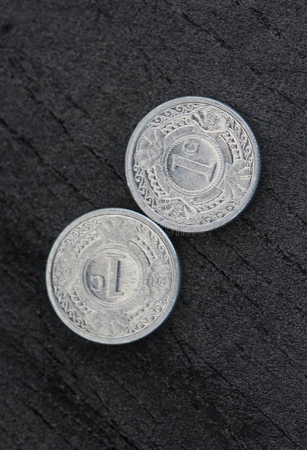 монетка гульдена Нидерланд цента 10 (10) Antillean на черной предпосылке стоковые фото