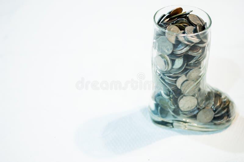 Монетка денег в копилке стоковое изображение