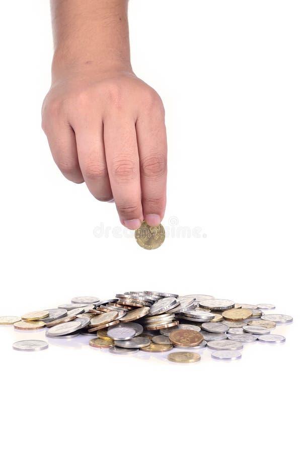 Монетка мужской руки падая стоковая фотография rf