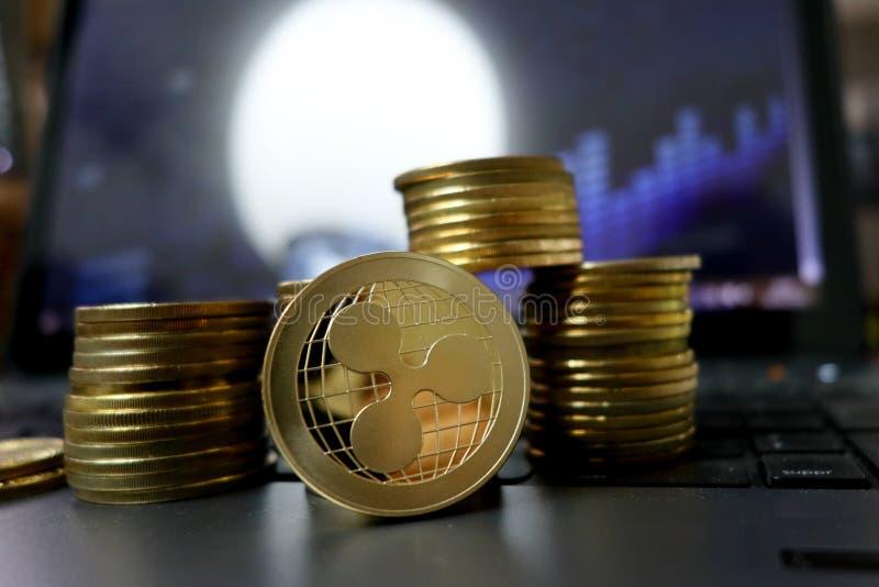 Монетка пульсации или XRP Cryptocurrency технология blockchain для цифровой сети оплаты финансовой стоковая фотография rf