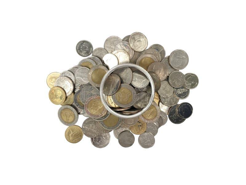 Монетки внутри серебряного стекла на куче монеток для концепции сохранения или дела на белой предпосылке стоковое изображение