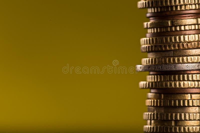 Монетки евро штабелированные на одине другого стоковое фото