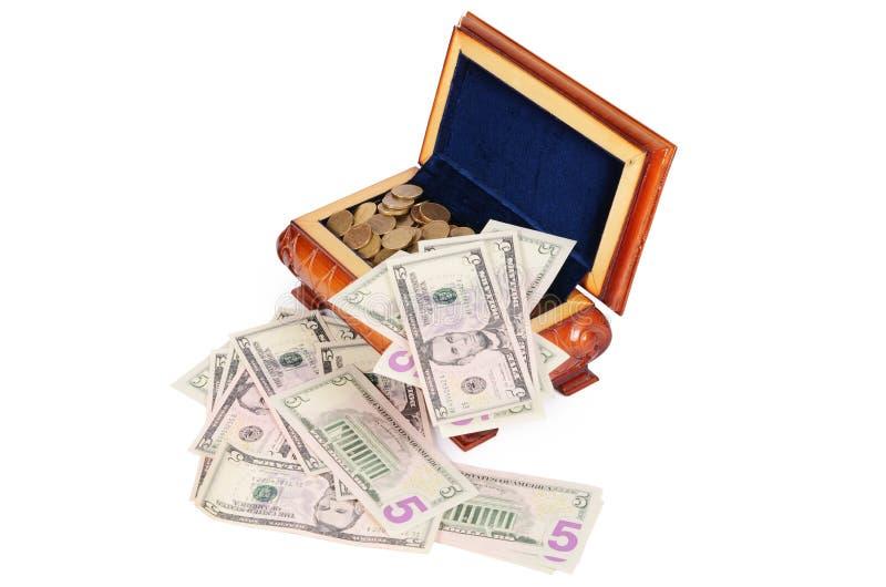 Монетки и банкноты в коробке стоковые изображения rf