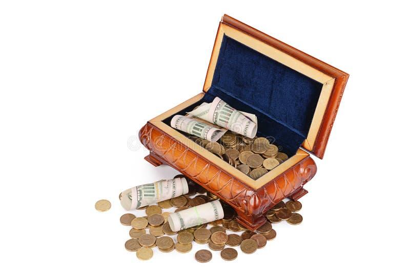 Монетки и банкноты в коробке стоковое изображение rf