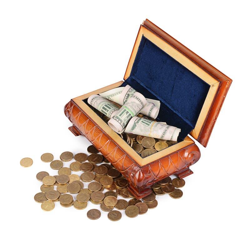 Монетки и банкноты в коробке стоковые изображения