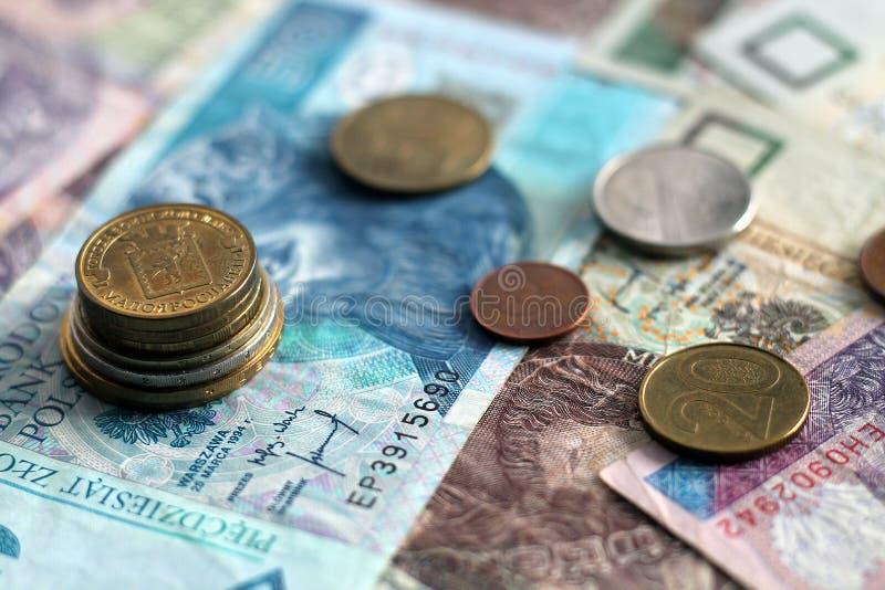 Монетки и кредитки стоковое изображение rf