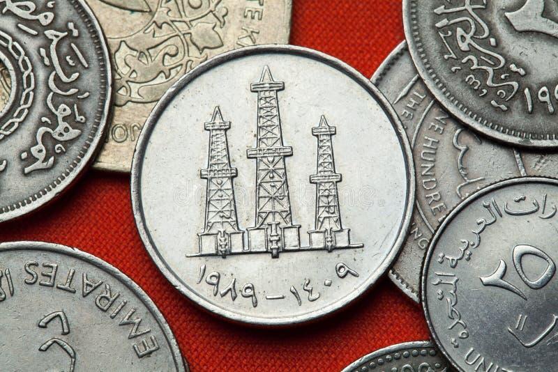 Монетки Объединенных эмиратов Нефтяные вышки стоковая фотография rf