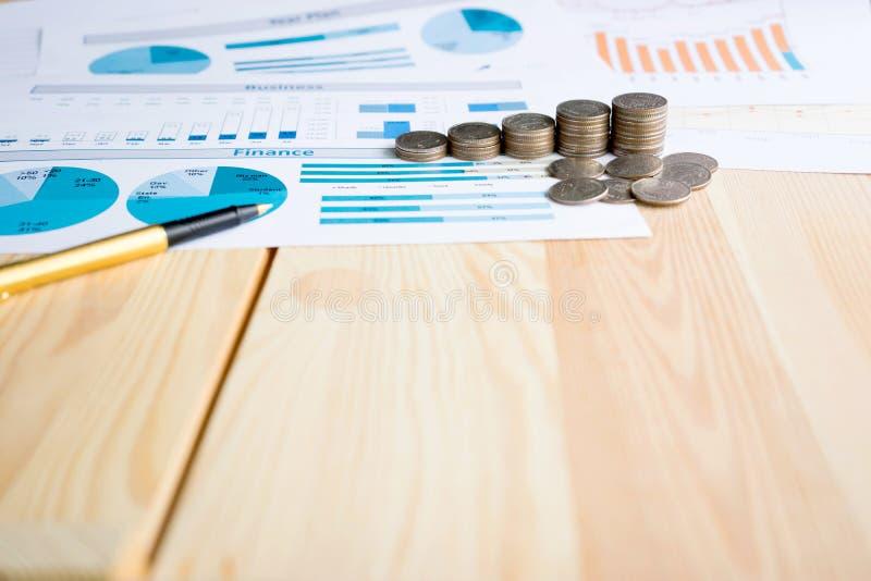 Монетки, сбережения, диаграмма анализируют стоковые изображения rf