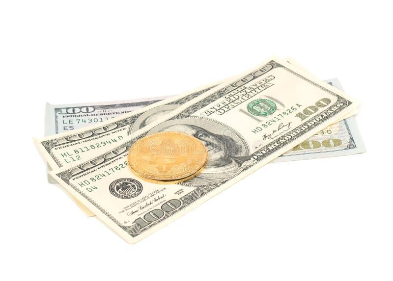 Монетки Bitcoin с долларами стоковое фото