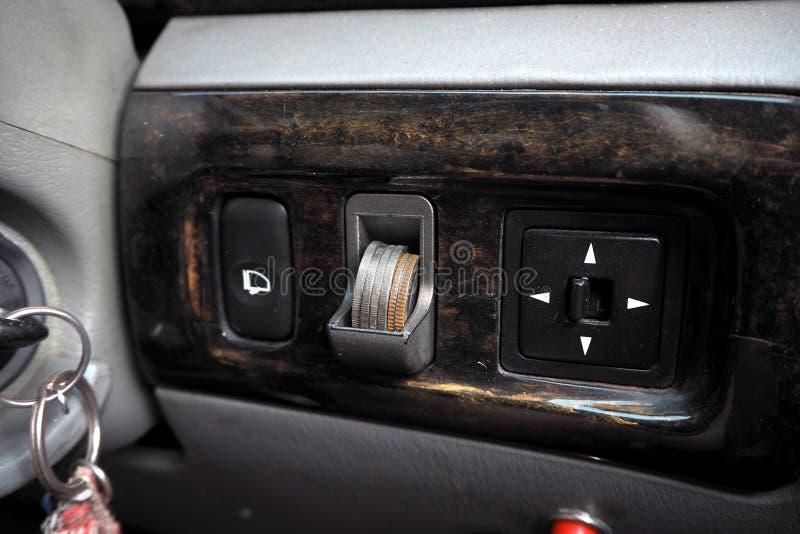 Монетная щель в автомобиле стоковые фото