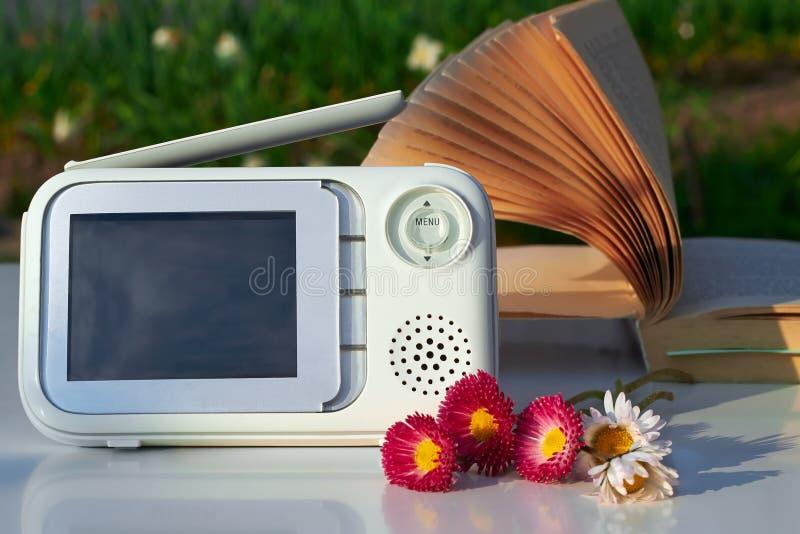 Download Монитор младенца Clouse-up для безопасности Стоковое Изображение - изображение насчитывающей комплект, pram: 40586443