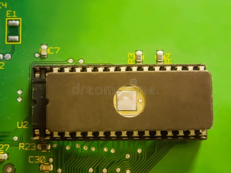 Монтажная плата радиотехнической схемы с компонентами радио стоковая фотография rf