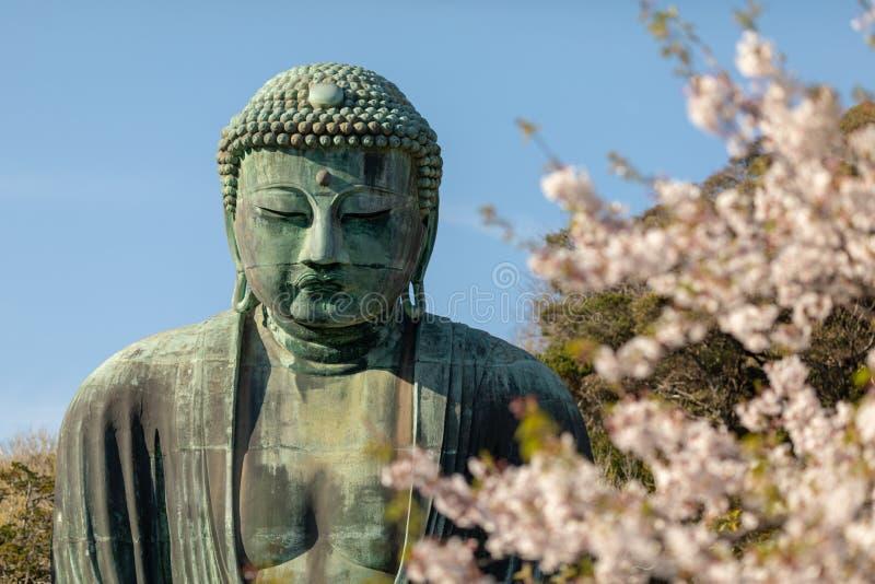 Монументальная бронзовая статуя Amitabha Будды, которое один из самых известных символов Японии стоковое фото rf