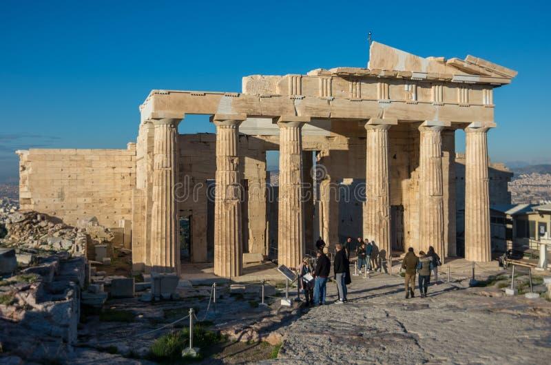 Монументальное ворот Propylaea в акрополе Афина, Attica, стоковые фотографии rf