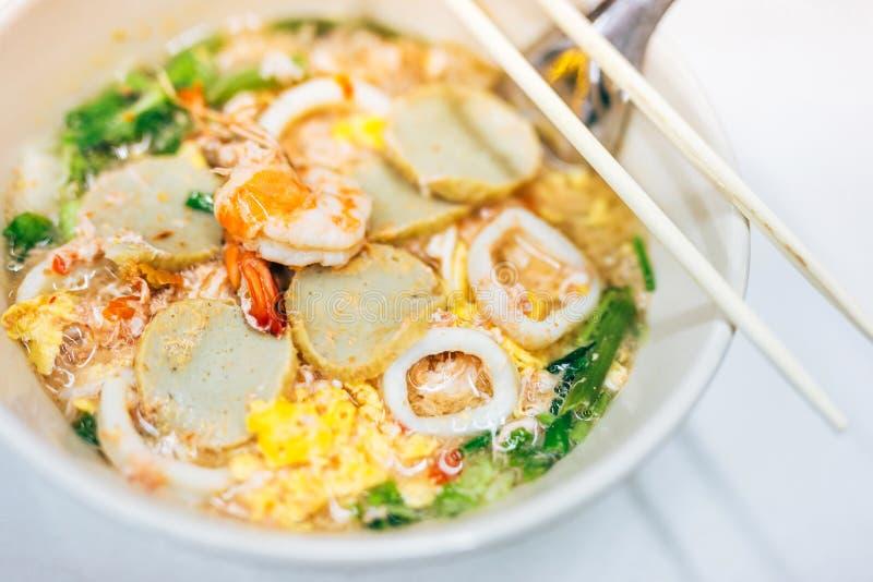 Морепродукты Sukiyaki для того чтобы закипеть горячую воду стоковое фото rf