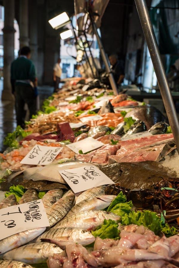 Морепродукты на рыбном базаре в Венеции, Италии стоковое фото