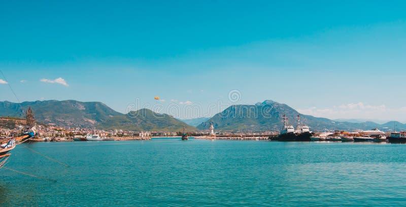 Море в Турции Турецкие праздники побережья в Турции стоковые фото