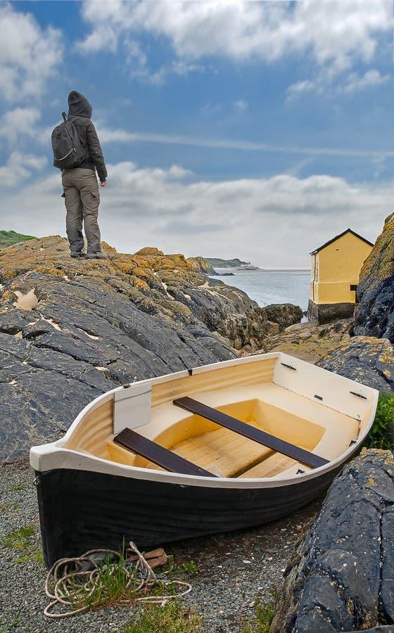 Море женщины готовя с шлюпкой стоковые изображения