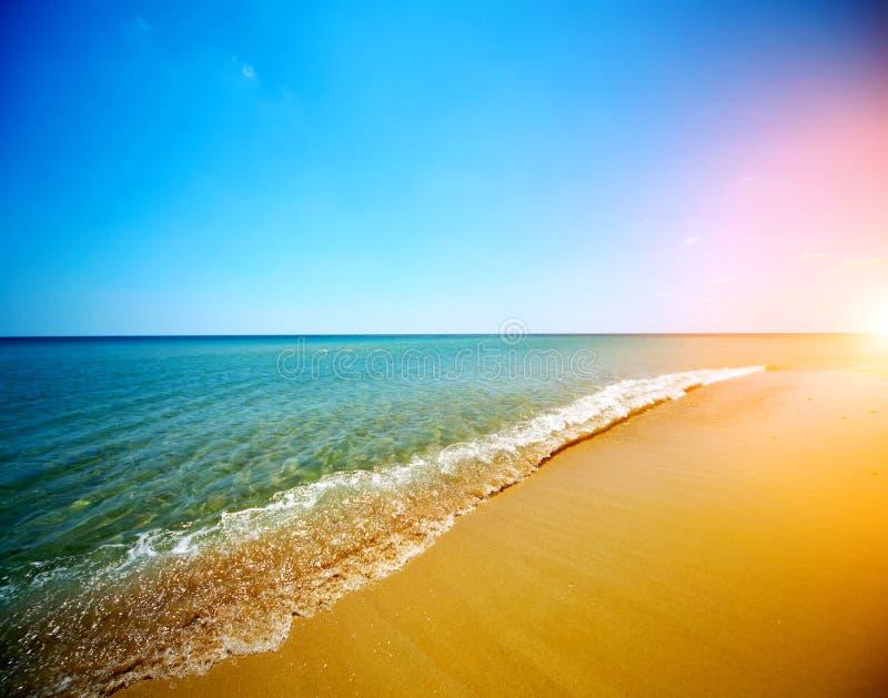 Море и голубое небо стоковое изображение rf