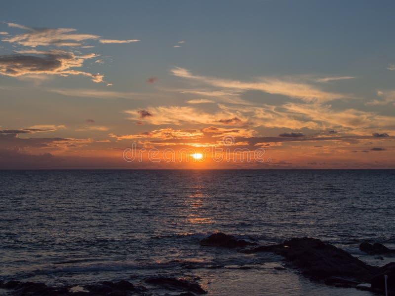 Море и заход солнца в острове Pantelleria, Сицилии, Италии стоковые изображения