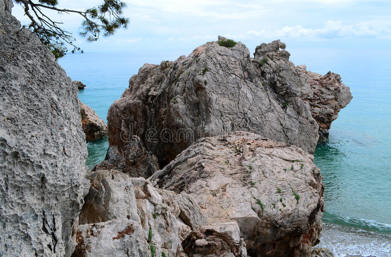 Download Море и камни стоковое изображение. изображение насчитывающей baxter - 41656473