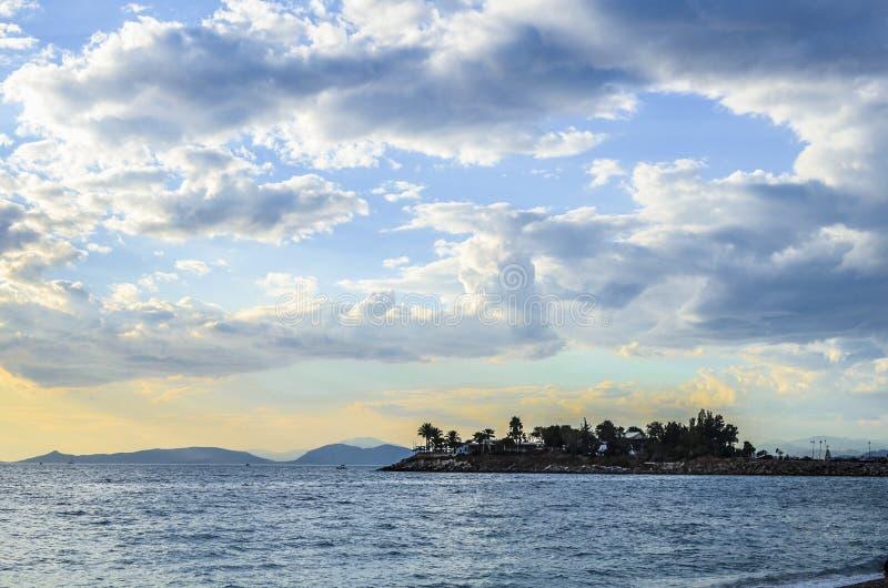 Море и остров стоковое изображение rf