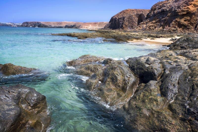 Море и утесы на пляжах Papagayo в деревне Playa стоковые фотографии rf