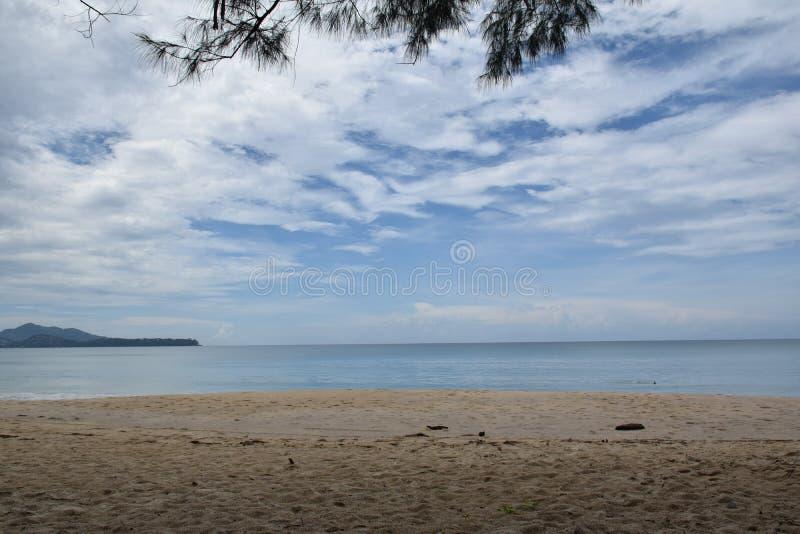 Море, небо и песок стоковая фотография rf