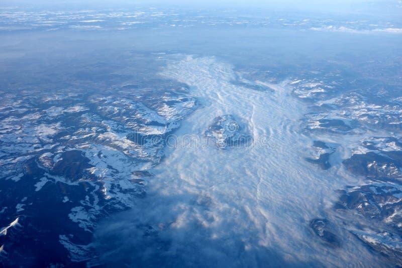 Море облаков от самолета в Альпах стоковые изображения rf