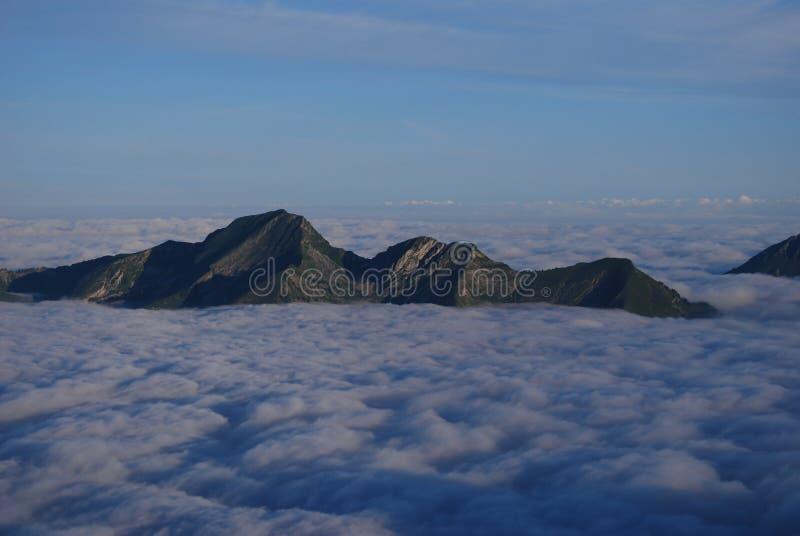 море облаков alps стоковые фотографии rf